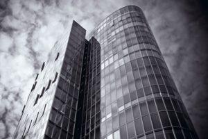 architektur fotografiert mit graufilter