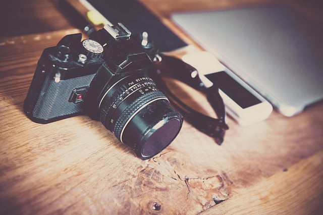 kamera auf einem tisch
